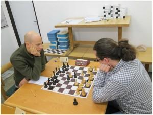 Na 1. desce se hrají taky občas pro mě nesrozumitelné šachy.